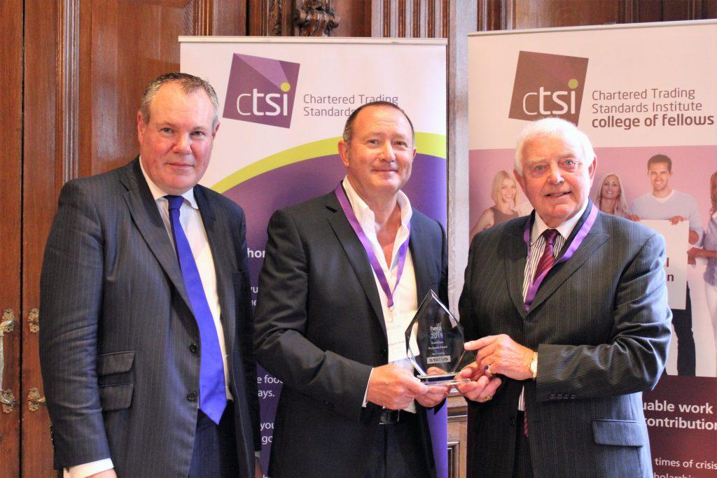 KwikChex reçoit le prix du héros de la CTSI